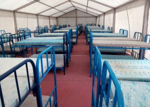 Mobiliario y carpa para albergues provisionales