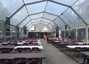 Mobiliario y carpa para comidas y celebraciones